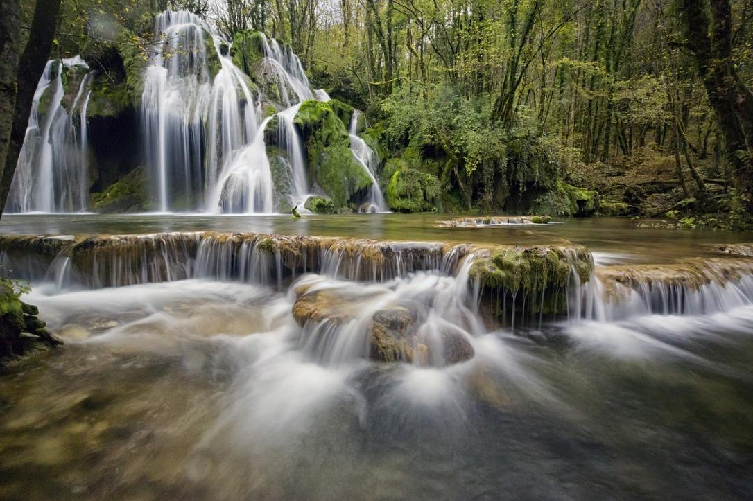 waterfalls-1144130_1280